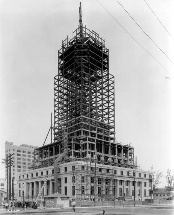 Constructing the Miami Freedom Tower