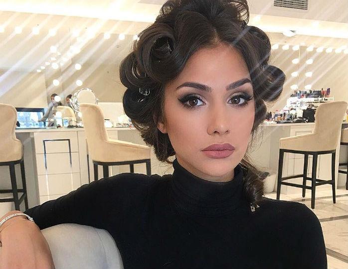 «Красотка»: беременная Шубская отметилась в черном мини-платье и серебристой косухе