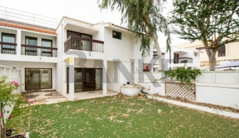 Renovated 3 bed villa in Well maintained Compound -