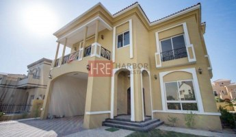 5BR Villa with Upgraded Flooring and Lighting -