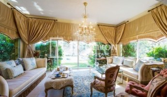 Upgraded and Extended 4 Bed Legacy Large in Jumeirah Park -
