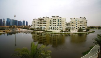 Lake Facing Townhouse In Jumeirah Islands-4BR plus Maids' Villa -