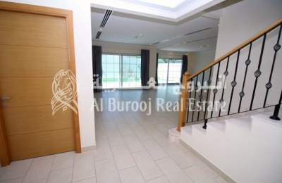 Family Oriented Living in Jumeirah Park-4BR+Maids' Villa -