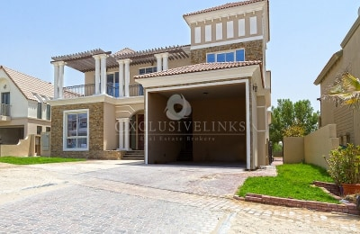 Bright 6BR custom build with stunning golf view -