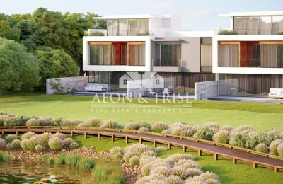 5 Bedrooms in Golf,Jumeirah Golf Estate. -