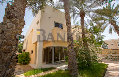 Perfect and Cosy 4 B/R Family Friendly Compound Villa in Jumeirah 1 Offering Hos -