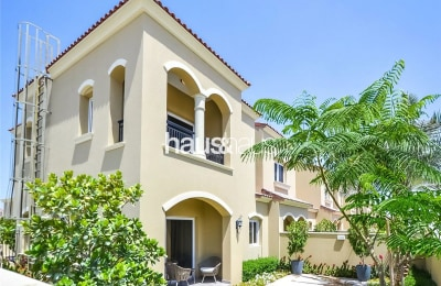 Large Semi-Detached Casa Dora 3-bed with Maids -