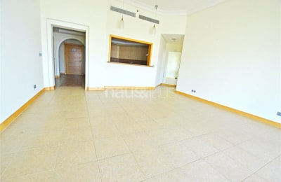Managed apt | Top floor | Park views | Vacant -
