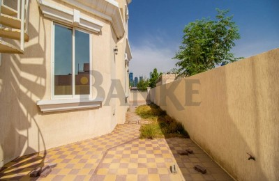 Independent villa Near city walk -