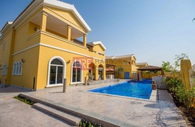 Unique Corner 6BR Villa with Impressive Pool -