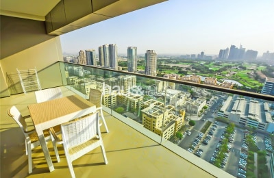 Large 2 Bed | Stunning Golf and Skyline View -
