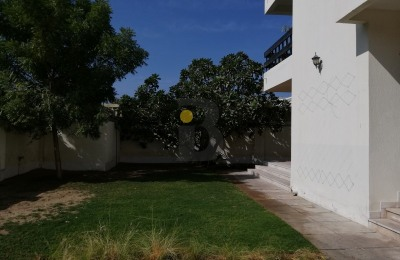 Affordable villa with a large garden & pool -