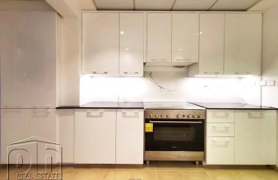 Upgraded Kitchen   Single Row   Immaculate -