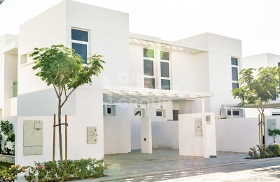 Affordable townhouse close to the pool -