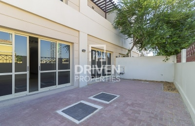 Well-maintained 3 Bed Villa | Shared Pool -