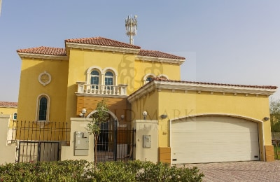 Corner Villa with Pool |Near Park|Vacant -