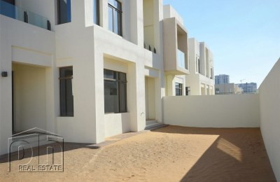 Exclusive - Directly Opposite Pool & Park - Corner Unit -