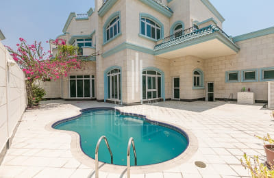 Bright Large Villa |On The Beach | Roof Terrace | Private Pool -