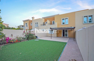 Park backing | Type 3M | Close to pool -