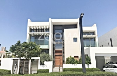 4 Br Contemporary Style w/ Swimming pool -