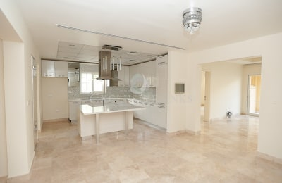 Private Pool|6 beds|Upgraded|Quiet location -