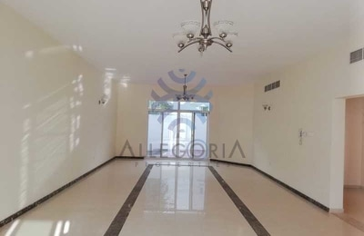 Vacant and Spacious Villa In Reserve Location -