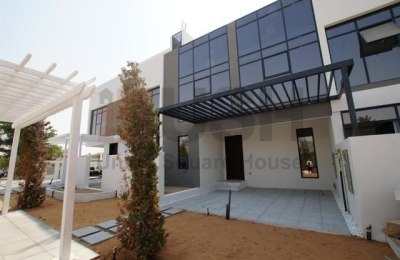 Show Townhouse Ready Three bedroom in Golf estate -
