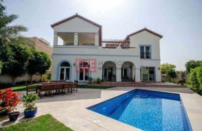 Great Location! Valencia Villa + Pool within the Courtyard -