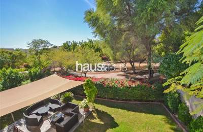 Upgraded | Fantastic location | Superb throughout -