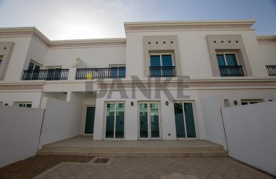 Well maintained villa with fully loaded maintenance package -