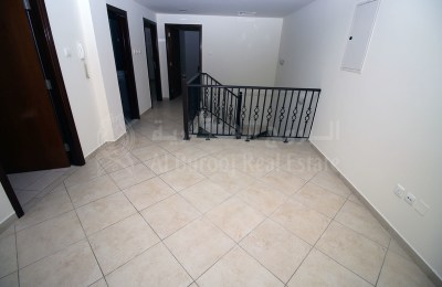 Spacious 4 Bedroom Villa | Hor Al Anz | -