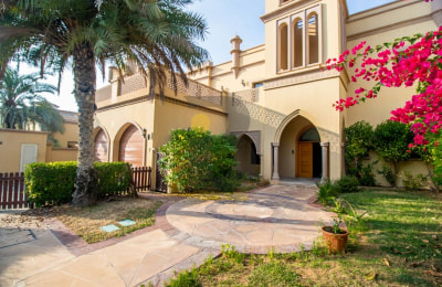 Luxurious 4 Bed Villa in Palm Jumeirah -