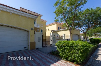Alluring 3 bedroom with Pleasant Private Garden -
