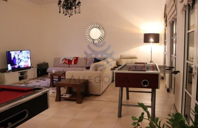 Close to the school | Spinneys | Located in Centro -