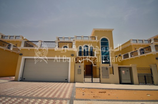 Exclusive Family Living in Jumeirah Park-Vacant 4BR+Maids' Villa -