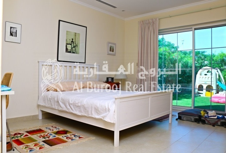 Grab the Deal in Jumeirah Park-4BR+Maids' Villa-Exclusive -