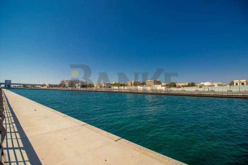 Independent Canal view 5 bed villa in Jumeirah -