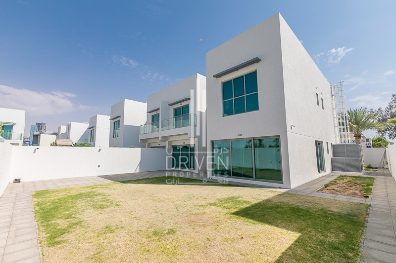 Modern Well Managed Villa Nice Finishing -