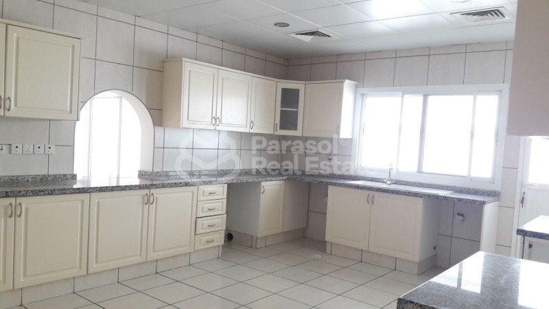 Very Spacious Villa and Ready to Rent with Garden -