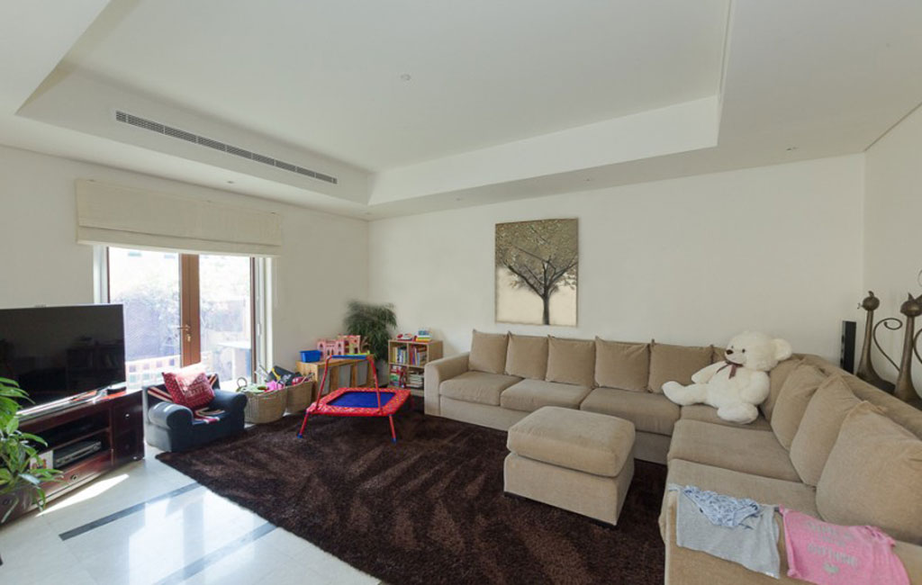 Living room in Al Furjan Townhouse in Dubai for sale
