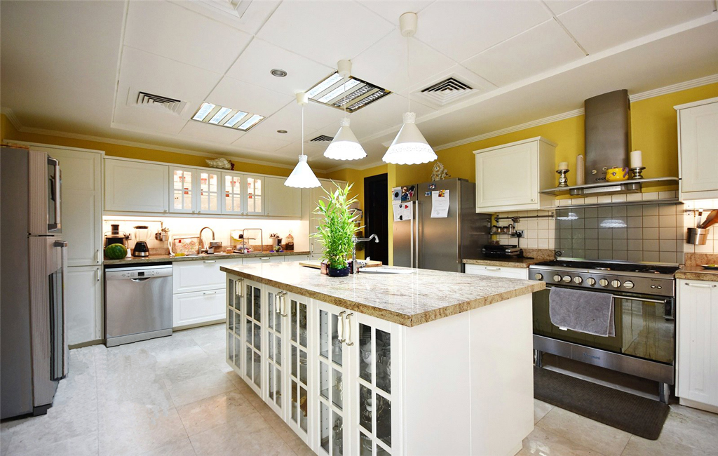 Fully fitted kitchen in Meadows 6 luxury villa