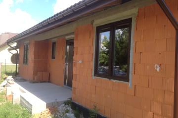 Ciepły montaż okien Geneo oraz drzwi Agmar w Lesznie