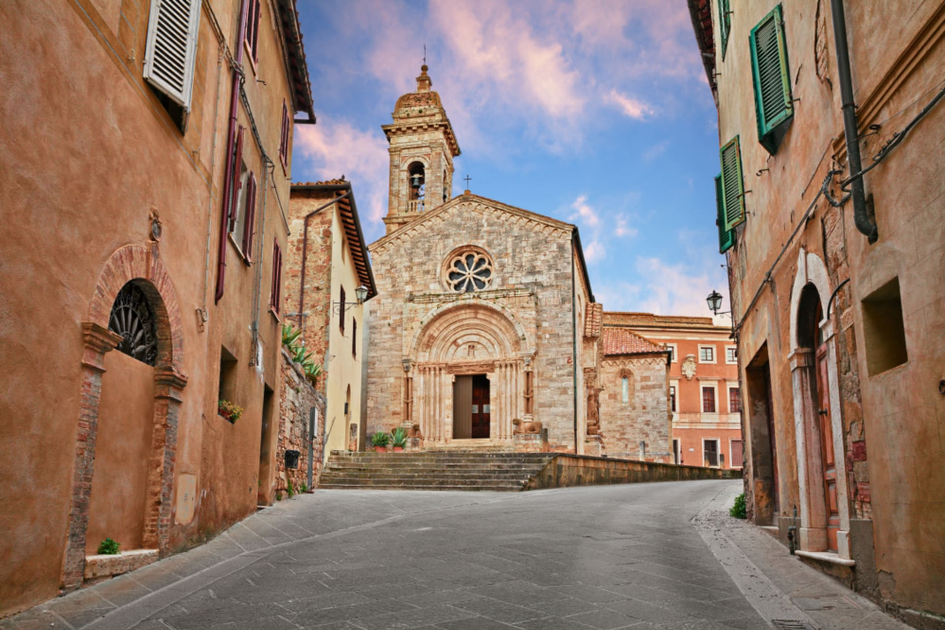 Tuscany - San Quirico d'Orcia: Living in a Medieval Village