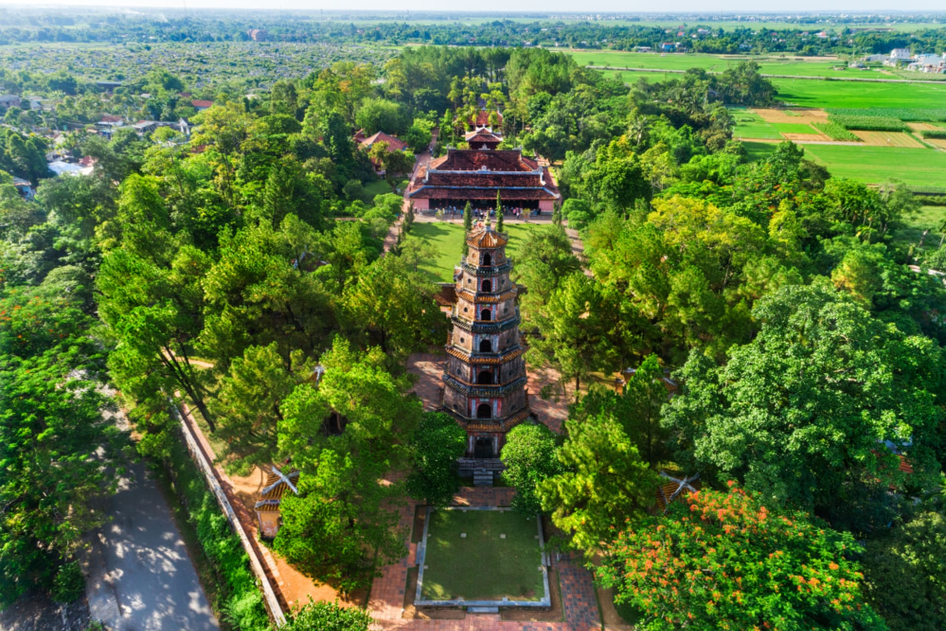 Hue - Discovering Huế - Day 2: A 420 Years Old Temple &  The Celestial Lady