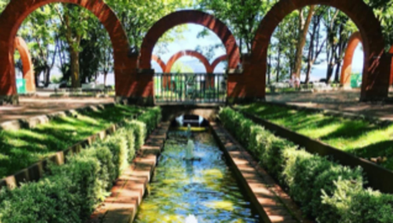 Pamplona - Media luna park, history and nature