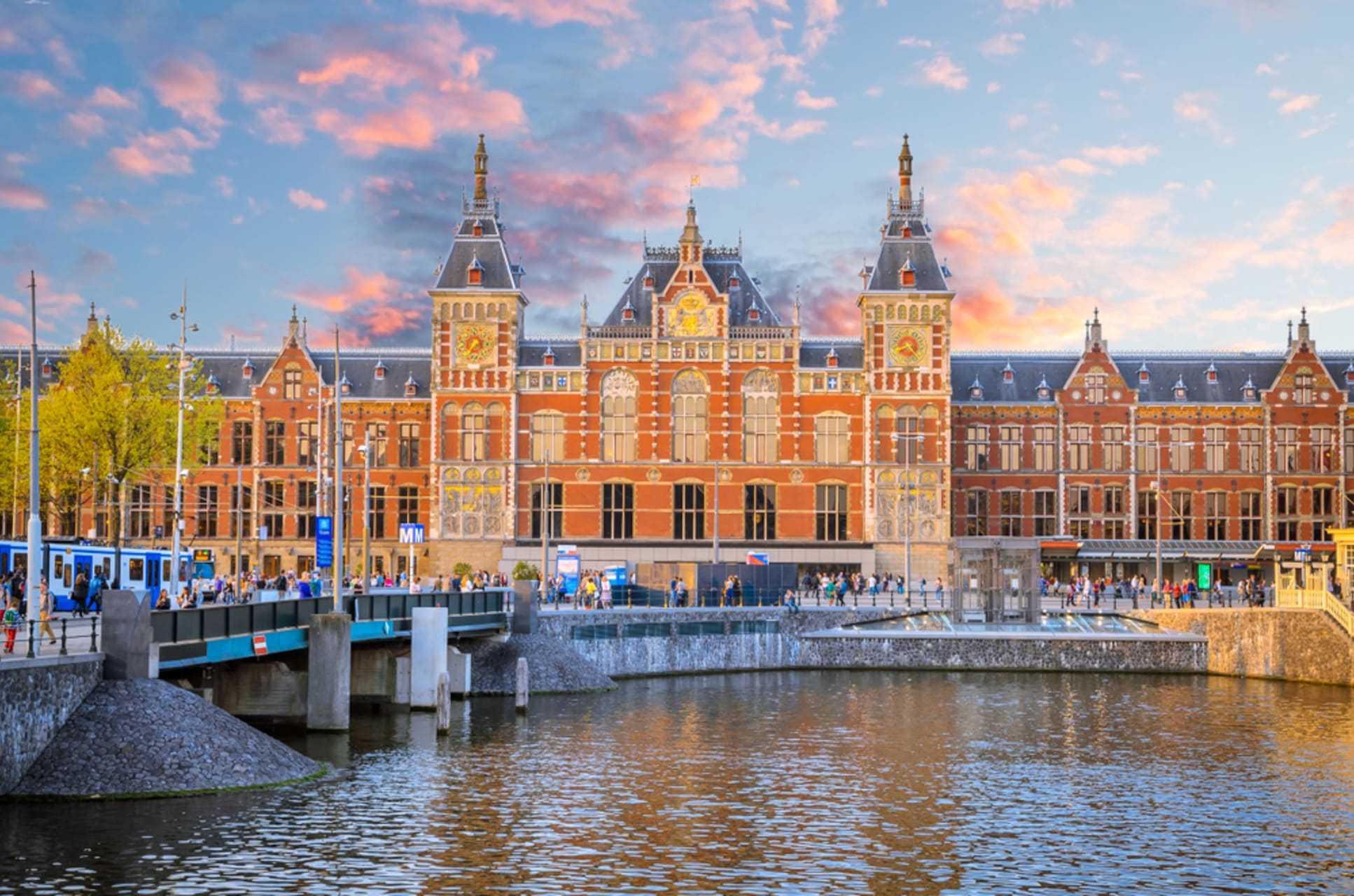Amsterdam - The Beautiful and Vibrant Amsterdam Central Station