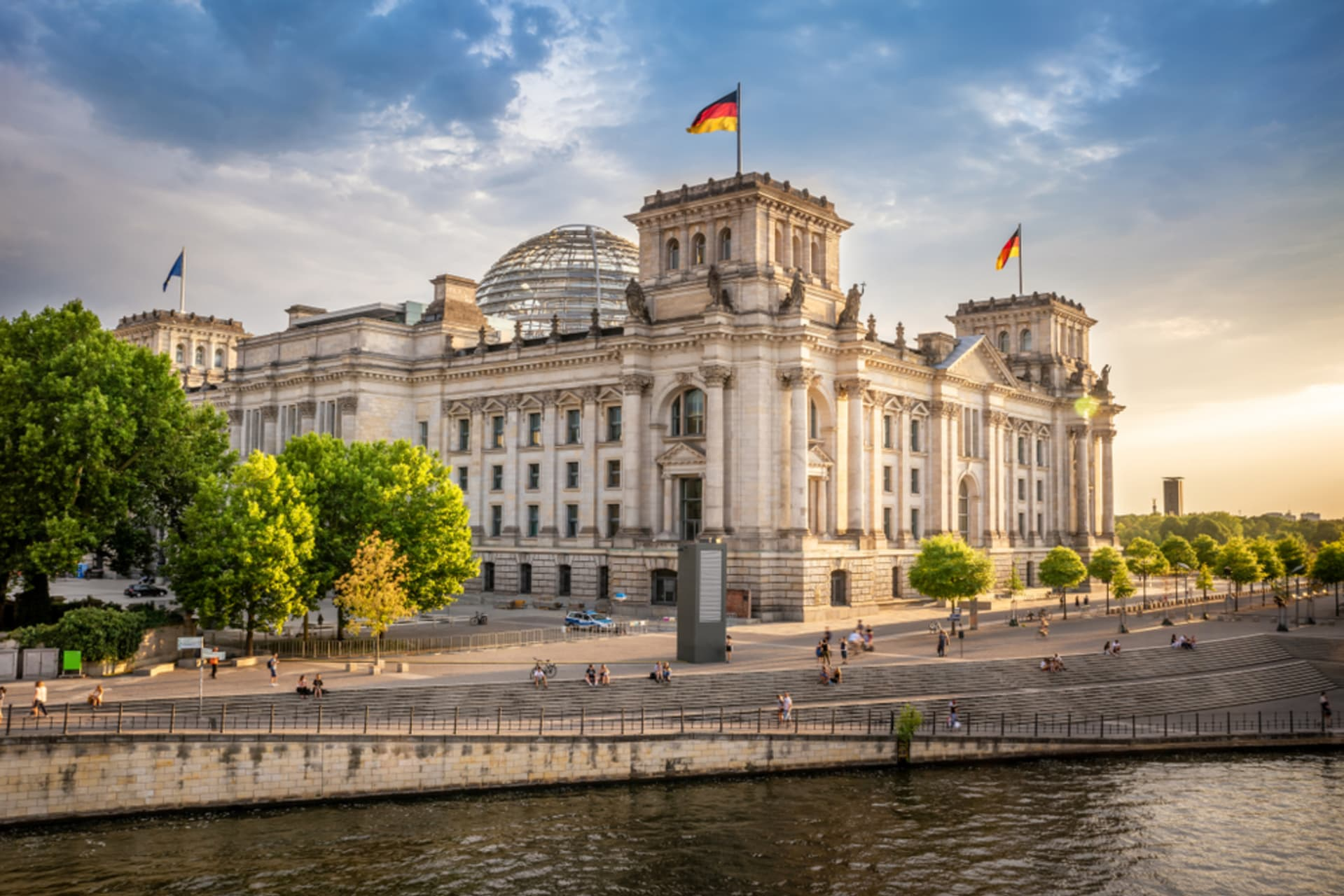 Berlin - From Brandenburg Gate to the Reichstag: A Walk across Berlin's Government District