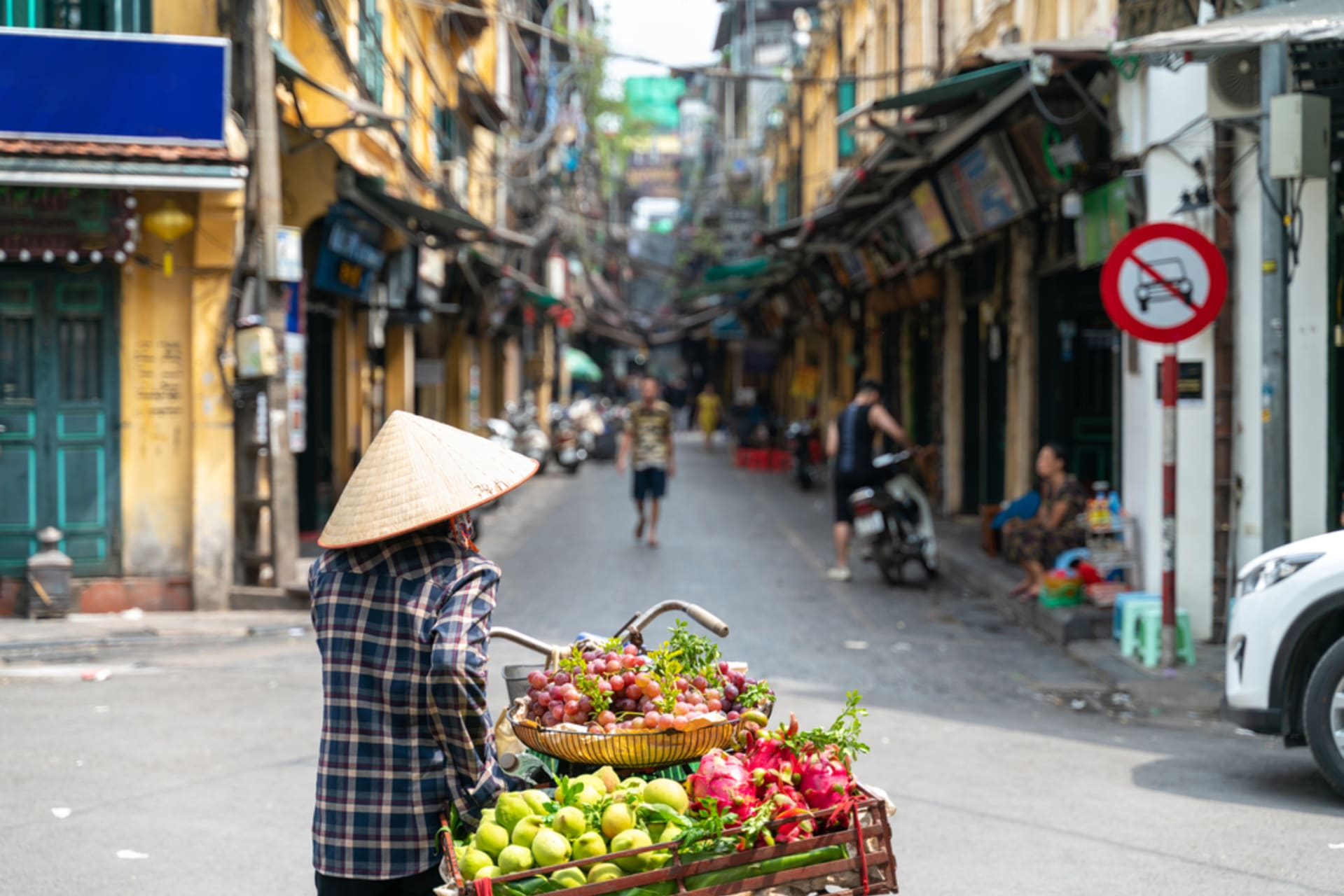 Hanoi - Behind the neon light - Local Alley part 1