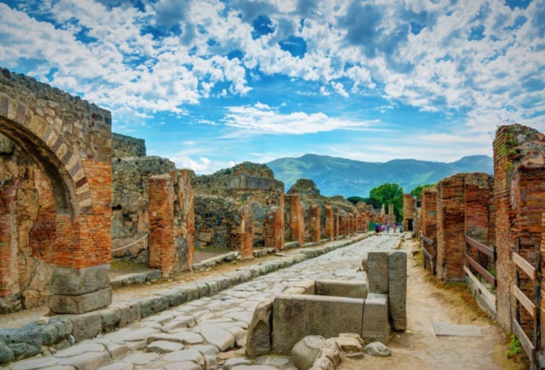 Pompeii and  Herculaneum - Pompeii the Upper Class Area: Patricians Lifestyle