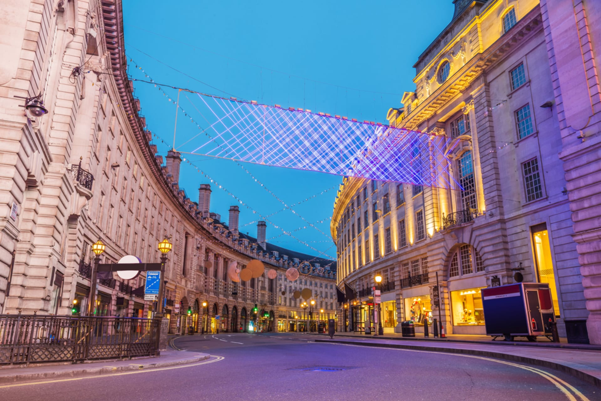 London - Bright Lights in the Big City - London's Chinatown, Leicester Square and Piccadilly